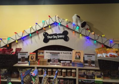 three-dog-bakery-dog-house-christmas-lights
